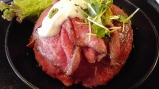 三宮【レッドロック】やっぱりローストビーフ丼しかない!絶妙なタレが効いてるっしょ!